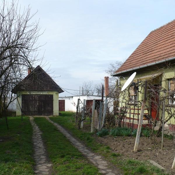 Eladó  családi ház (Jász-Nagykun-Szolnok megye, Kunmadaras, Váci Mihály u ) 6,5 M  Ft