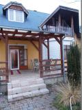 Garázsos családi ház a Kis-Duna partjáná