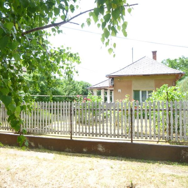 Eladó  családi ház (Jász-Nagykun-Szolnok megye, Karcag, Kerekes István u. ) 4,5 M  Ft
