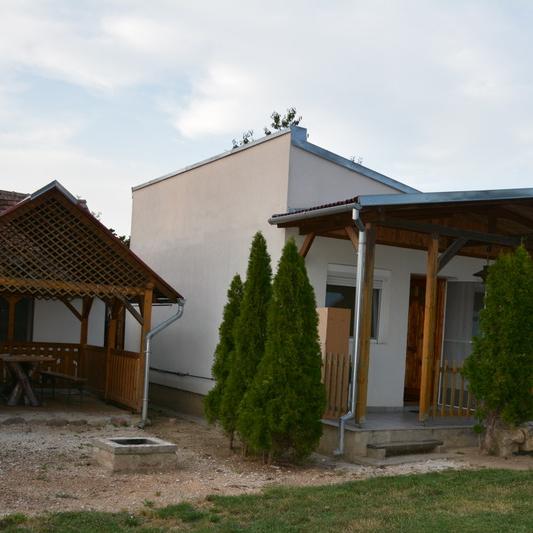 Eladó  családi ház (Felsőrajk, ) 14,5 M  Ft