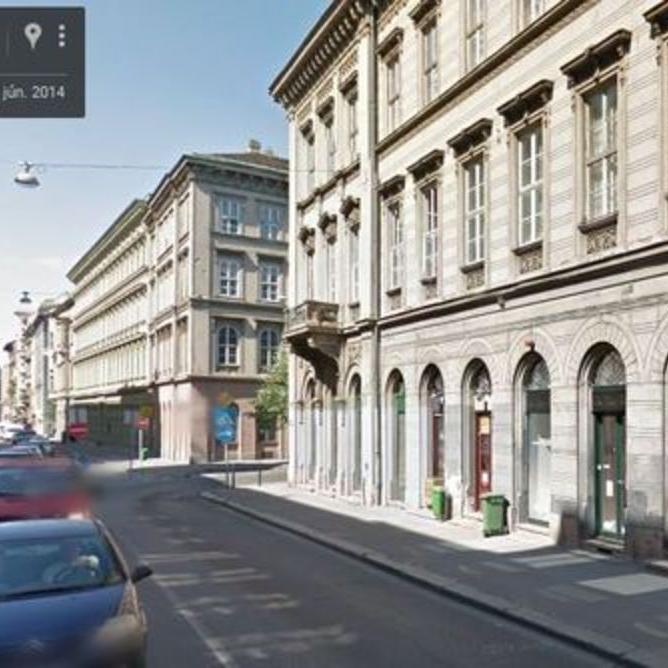 Kiadó  üzlethelyiség utcai bejáratos (Budapest, I. kerületBudapest, I. kerület, Fő u.) 130 E  Ft/hó