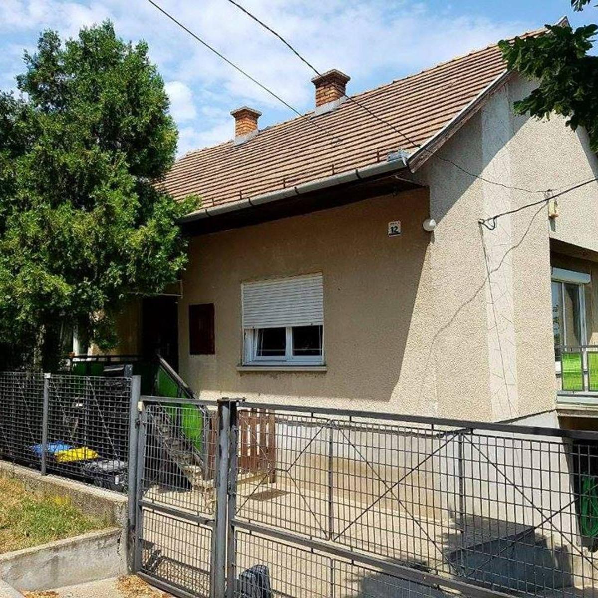 Eladó  családi ház (Pest megye, Érd,  M7-es autópálya felhajtó ) 29 M  Ft