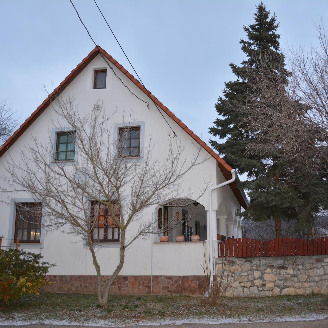Eladó  családi ház (Veszprém megye, Tagyon) 66 M  Ft