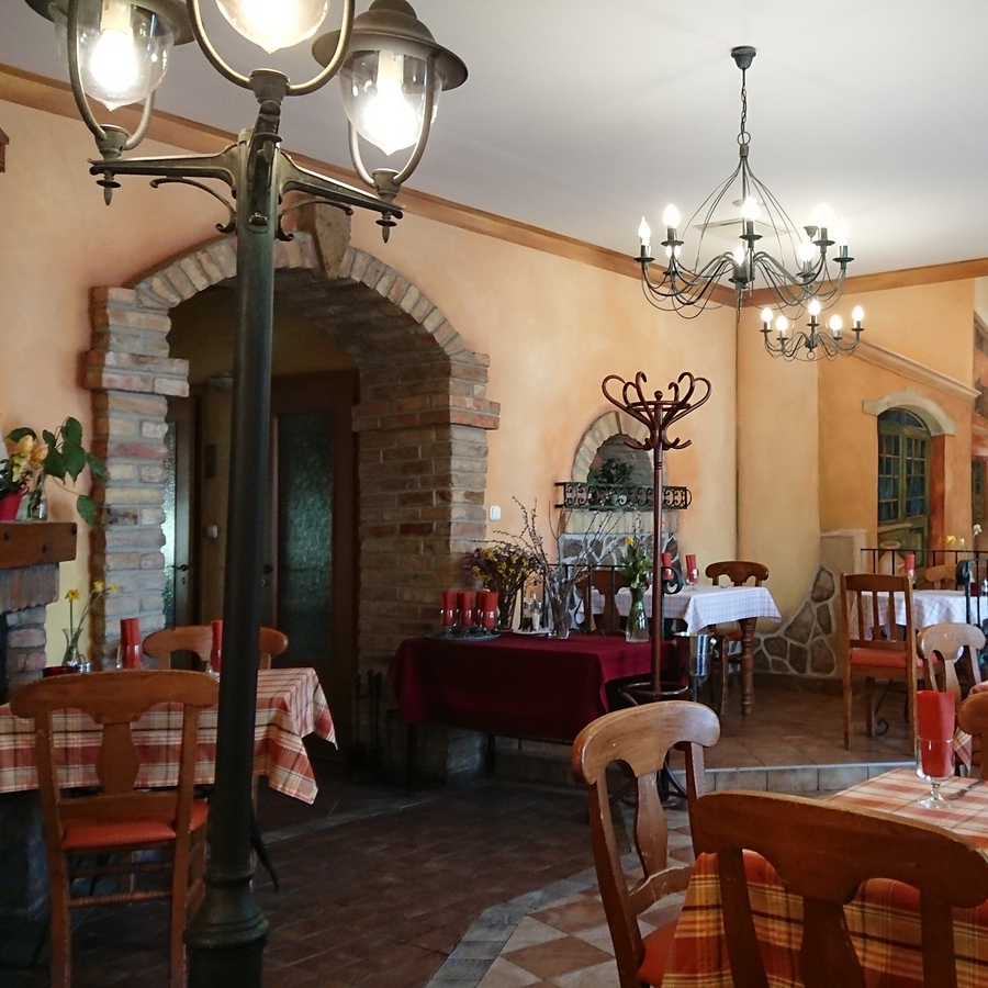 Eladó  melegkonyhás vendéglátóegység (Pest megye, Budakeszi, Fő utca) 95 M  Ft