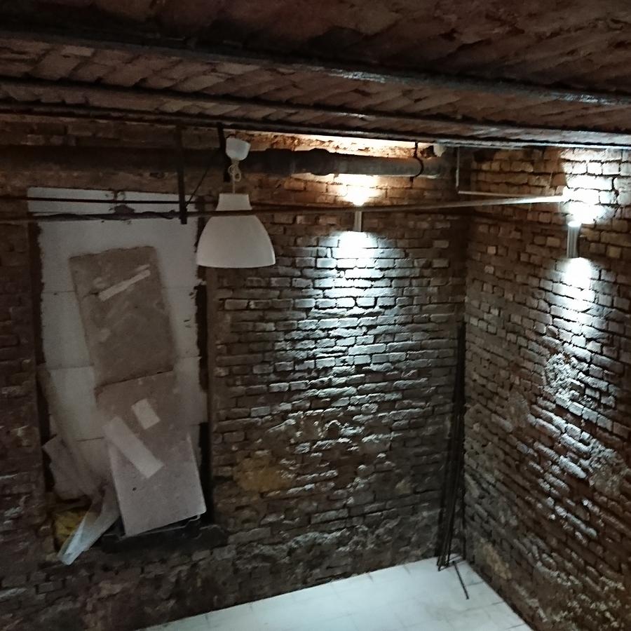 Kiadó  üzlethelyiség utcai bejáratos (Pest megye, Budakeszi, Présház utca) 220 E  Ft/hó