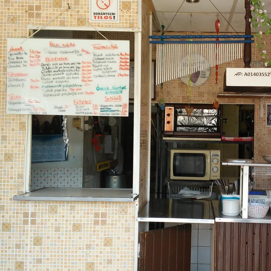 Eladó  üzlethelyiség utcai bejáratos (Budapest, III. kerületBudapest, III. kerület) 12 M  Ft