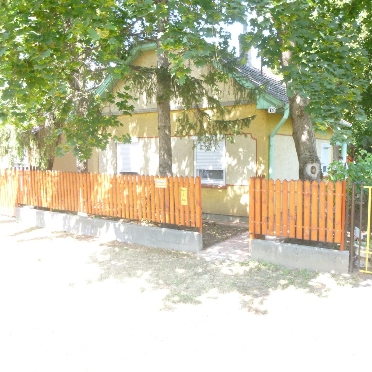 Eladó  nyaraló (Jász-Nagykun-Szolnok megye, Berekfürdő, Haraszt út) 8,7 M  Ft