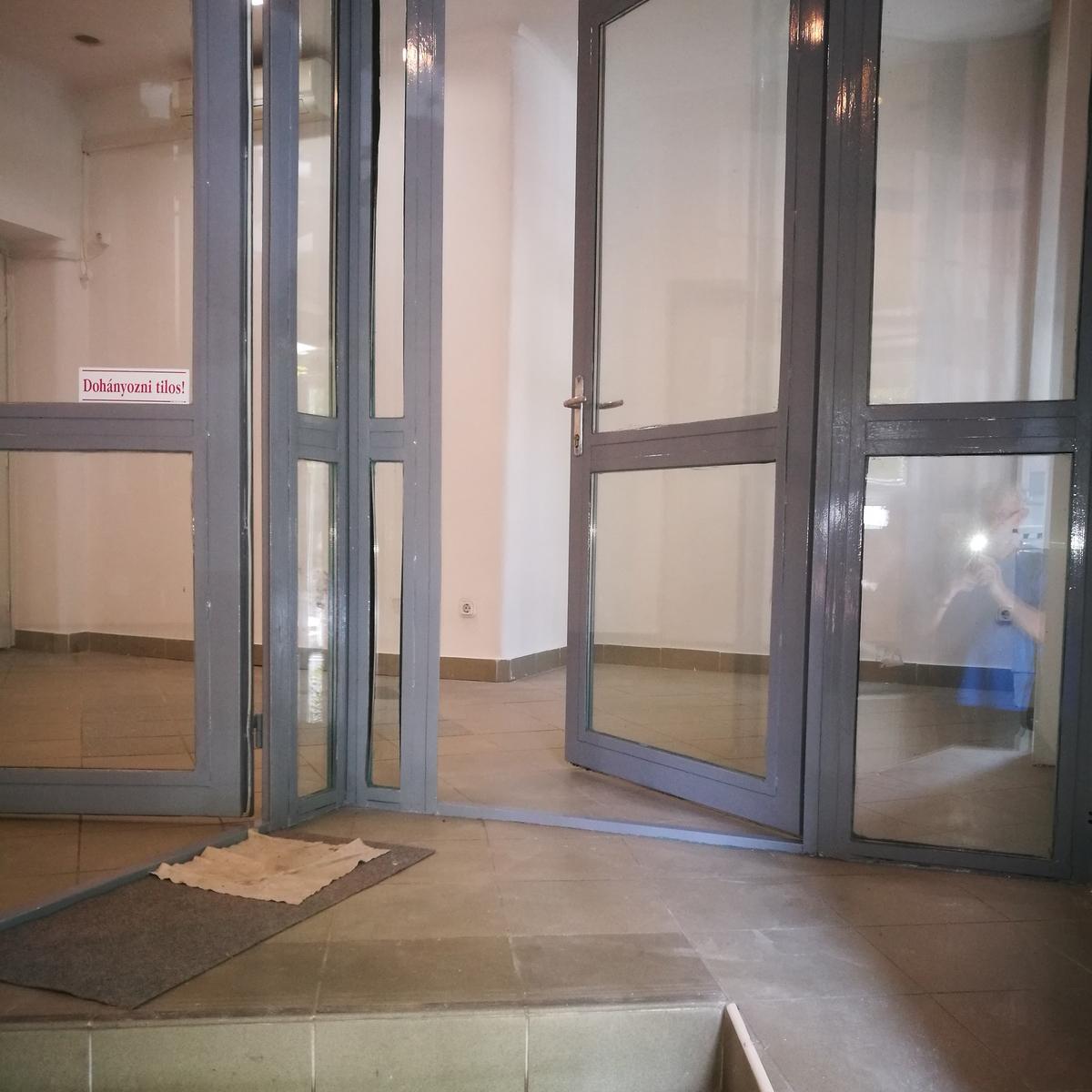 Kiadó  üzlethelyiség utcai bejáratos (Hajdú-Bihar megye, Debrecen, Barna utca) 140 E  Ft/hó