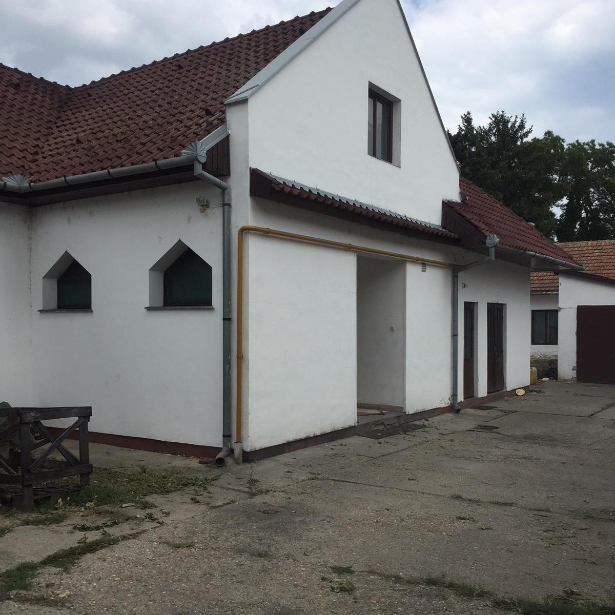 Eladó  üzlethelyiség utcai bejáratos (Békés megye, Szarvas) 28 M  Ft