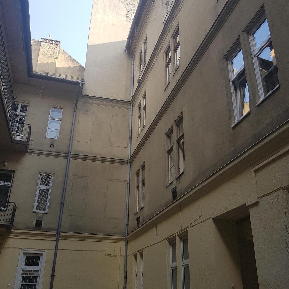 Eladó  téglalakás (Budapest, VI. kerületBudapest, VI. kerület, Izabella u.) 38,99 M  Ft