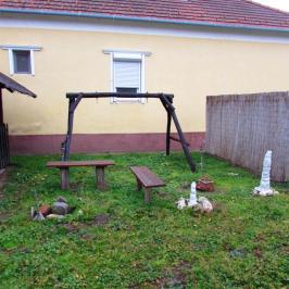 Eladó  családi ház (Bajcsa) 4,6 M  Ft