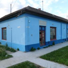 Eladó  üzlethelyiség utcai bejáratos (Mezőtúr, Újváros) 9,5 M  Ft