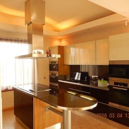 Eladó  családi ház (Nyíregyháza, Báthory-lakópark) 145 M  Ft
