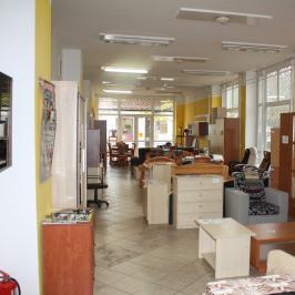 Eladó  üzlethelyiség utcai bejáratos (Dunaújváros) 26 M  Ft