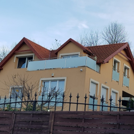 Eladó  családi ház (<span class='notranslate'>Üröm</span>, <span class='notranslate'>Péterhegy</span>) 97 M   <span class='notranslate'>Ft</span>