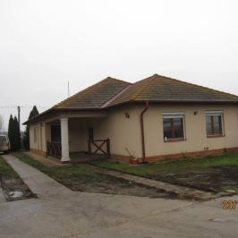 Eladó  családi ház (Kálmánháza) 25,5 M  Ft