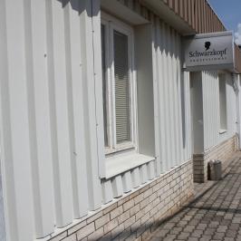 Eladó  üzlethelyiség utcai bejáratos (<span class='notranslate'>Nagyvenyim</span>, <span class='notranslate'></span>) 85 M   <span class='notranslate'>Ft</span>