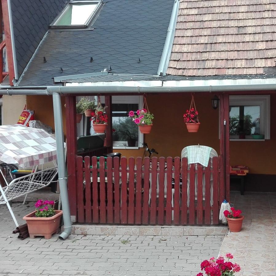 Eladó  családi ház (Pest megye, Budaörs) 75 M  Ft