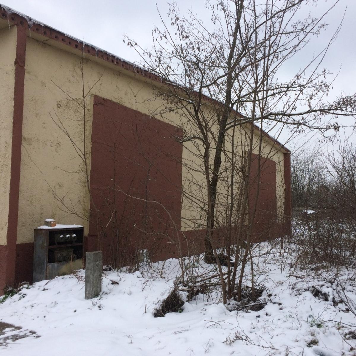 Kiadó  csarnok (Tolna megye, Dunaföldvár) 150 E  Ft/hó