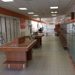 Eladó  üzlethelyiség utcai bejáratos (Paks) 120 M  Ft