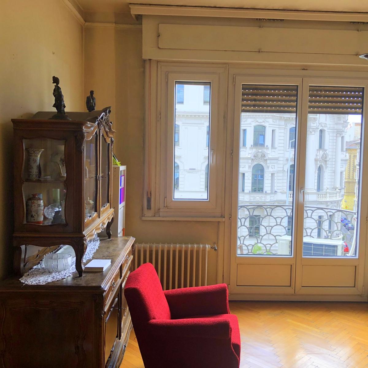 Eladó  téglalakás (Budapest, VI. kerület) 63,9 M  Ft