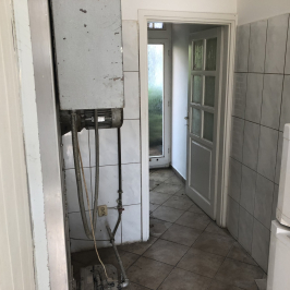 Eladó  üzlethelyiség utcai bejáratos (Kalocsa, Belváros) 120 M  Ft
