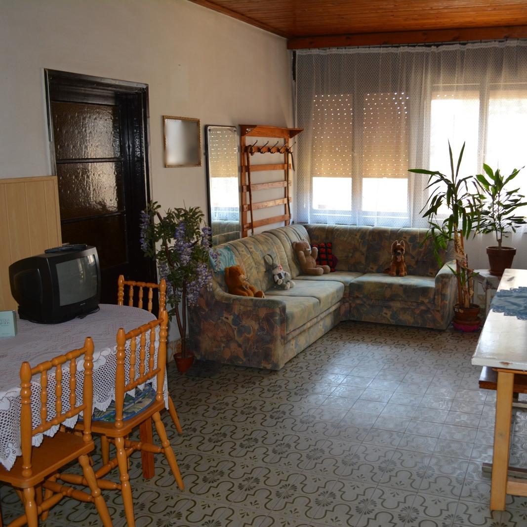 Eladó  családi ház (Bolhás) 5 M  Ft
