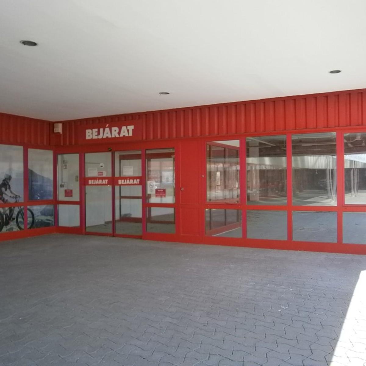 Kiadó  üzlethelyiség utcai bejáratos (Törökbálint) 1,3 M  Ft/hó +ÁFA