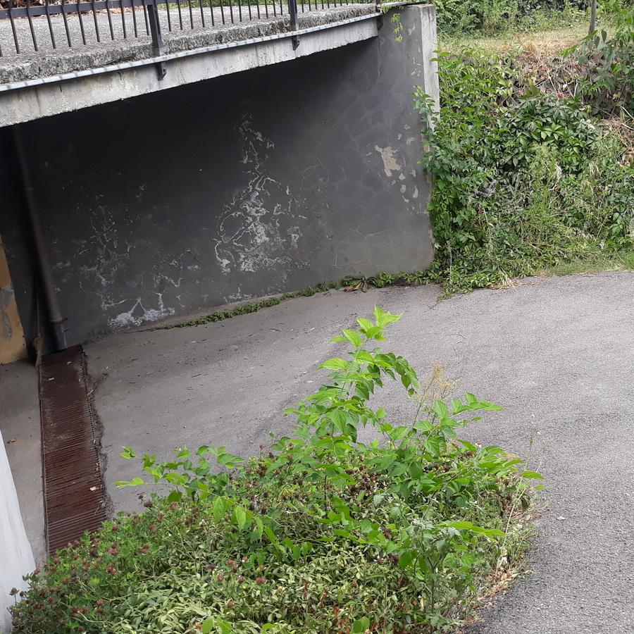 Eladó  garázs (Debrecen) 2 M  Ft