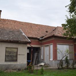 Eladó  családi ház (Paks) 65 M  Ft