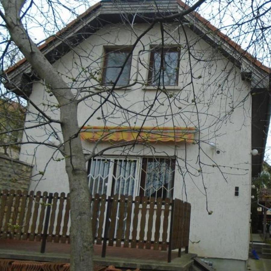 Eladó  családi ház (Budapest, XVI. kerület) 54,5 M  Ft