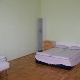 Eladó  téglalakás (Budapest, VI. kerület) 44,9 M  Ft
