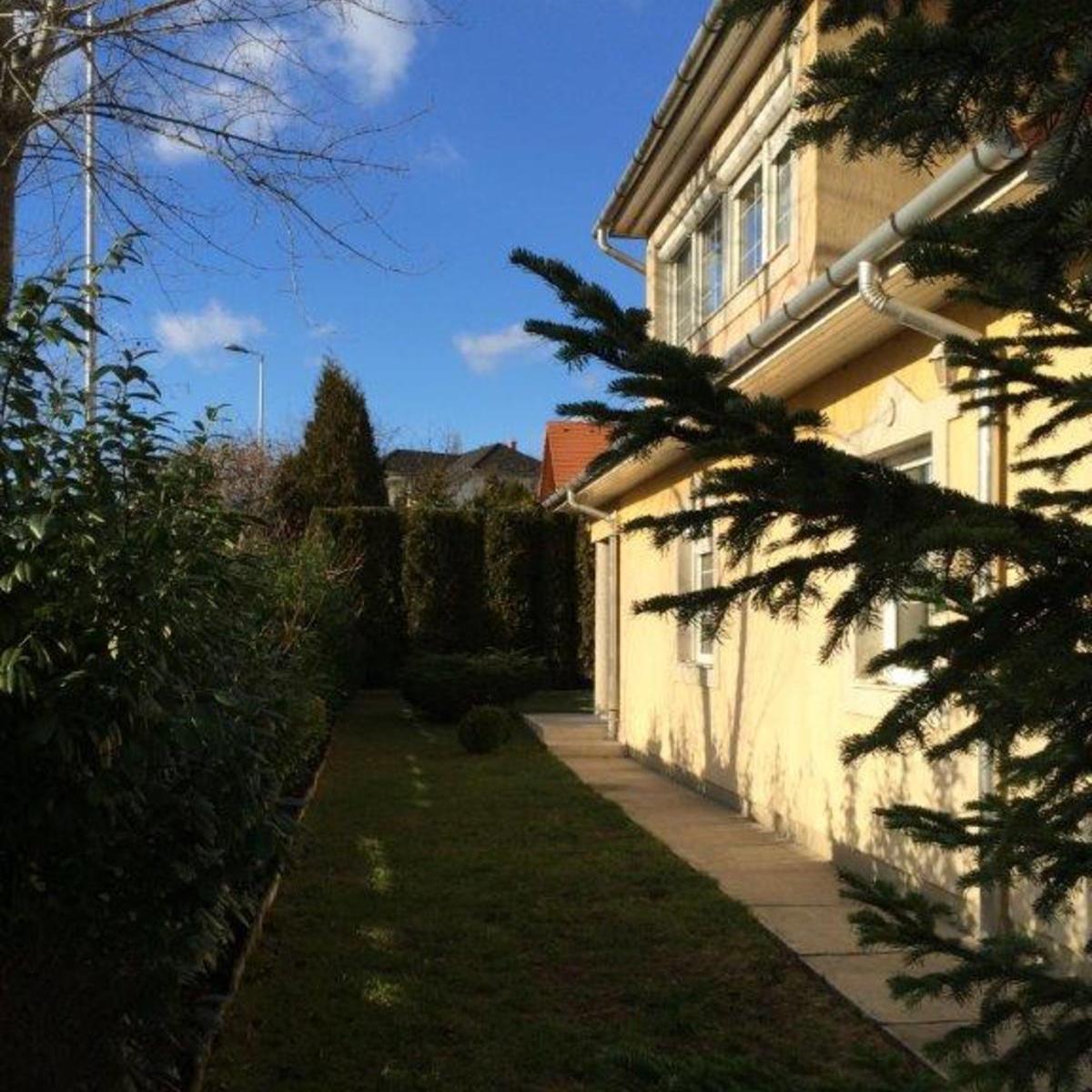 Eladó  ikerház (Budakalász) 86 M  Ft