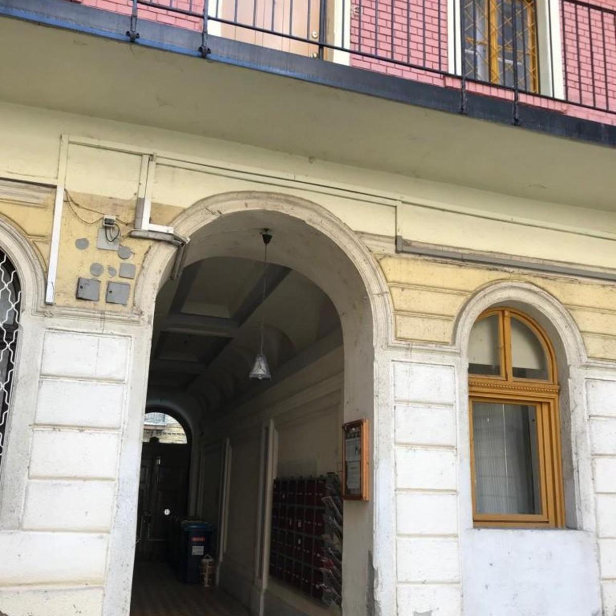 Eladó  téglalakás (Budapest, VI. kerület) 25,9 M  Ft