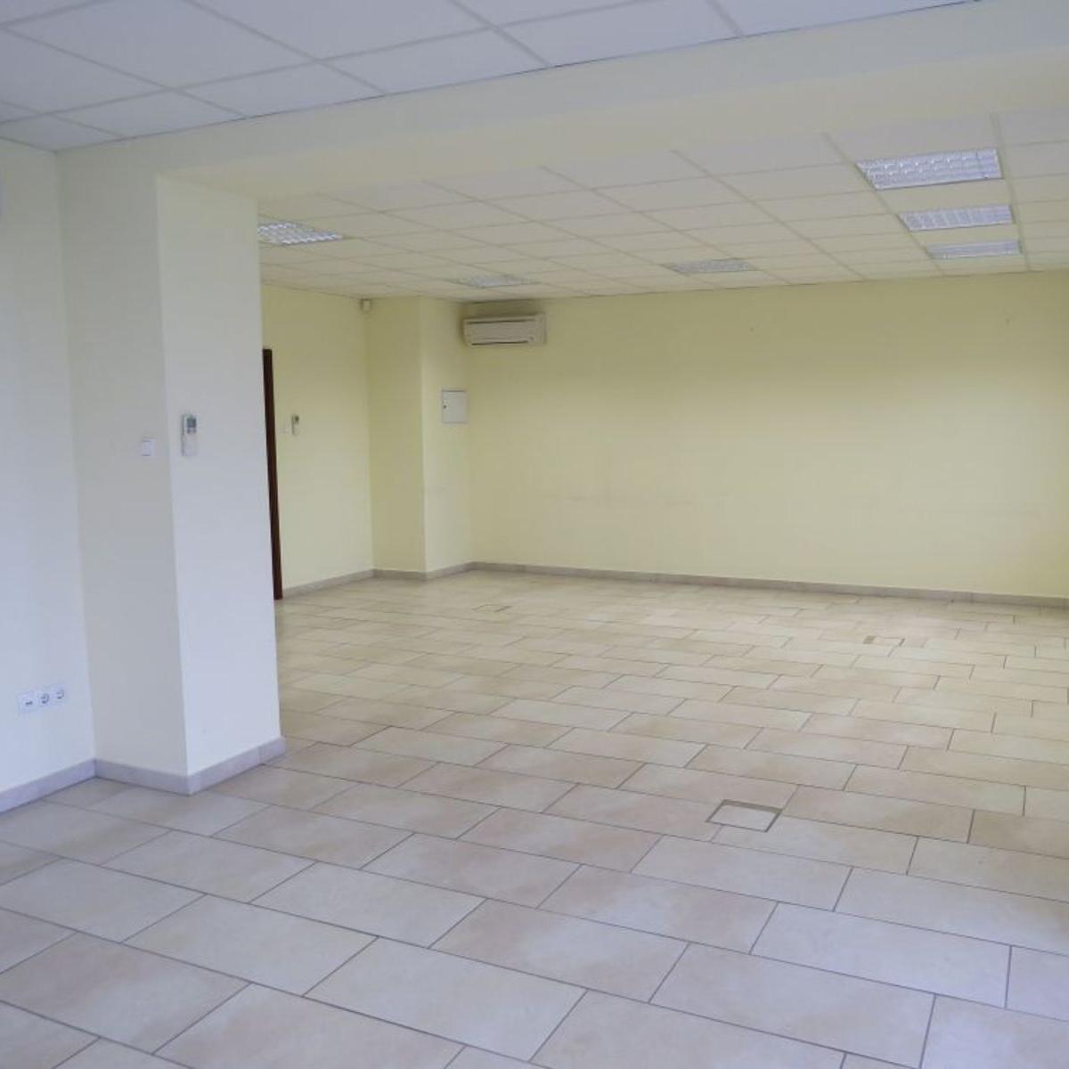 Kiadó  üzlethelyiség utcai bejáratos (Győr) 499 E  Ft/hó +ÁFA
