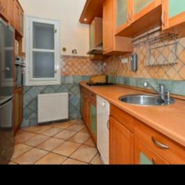 Eladó  téglalakás (Budapest, VI. kerület) 85 M  Ft