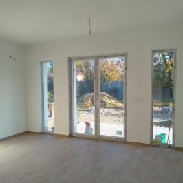 Eladó  családi ház (Erdőkertes, Tópart) 32,9 M  Ft