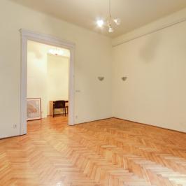 Eladó  téglalakás (Budapest, V. kerület) 45,9 M  Ft