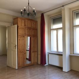 Eladó  téglalakás (Budapest, VI. kerület) 46,9 M  Ft