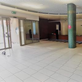 Kiadó  üzlethelyiség utcai bejáratos (Solymár) 500 E  Ft/hó