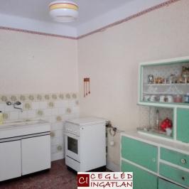 Eladó  családi ház (Tápiószentmárton) 6,6 M  Ft
