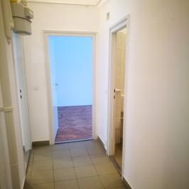 Kiadó  iroda földszinti, utcai (Debrecen, Belváros) 2,2 E  Ft/hó
