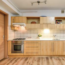 Eladó  téglalakás (Budapest, VI. kerület) 74,9 M  Ft