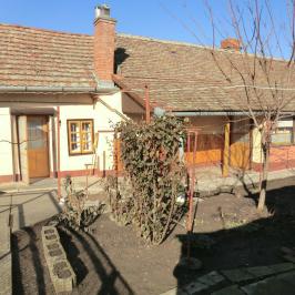 Eladó  családi ház (Mezőtúr) 5 M  Ft