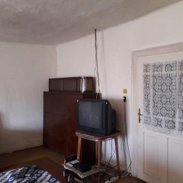 Eladó  családi ház (Magyarbánhegyes) 2,15 M  Ft