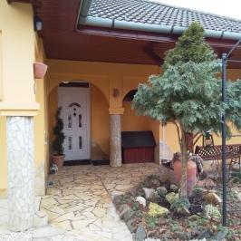 Eladó  családi ház (Veresegyház, Hegyek) 63,5 M  Ft