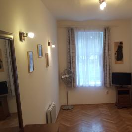Kiadó  téglalakás (Budapest, VI. kerület) 130 E  Ft/hó
