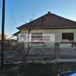 Eladó  családi ház (Múcsony) 8 M  Ft
