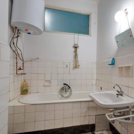 Eladó  téglalakás (Budapest, V. kerület) 69,9 M  Ft