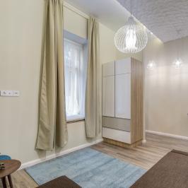 Eladó  téglalakás (Budapest, VI. kerület) 27,9 M  Ft